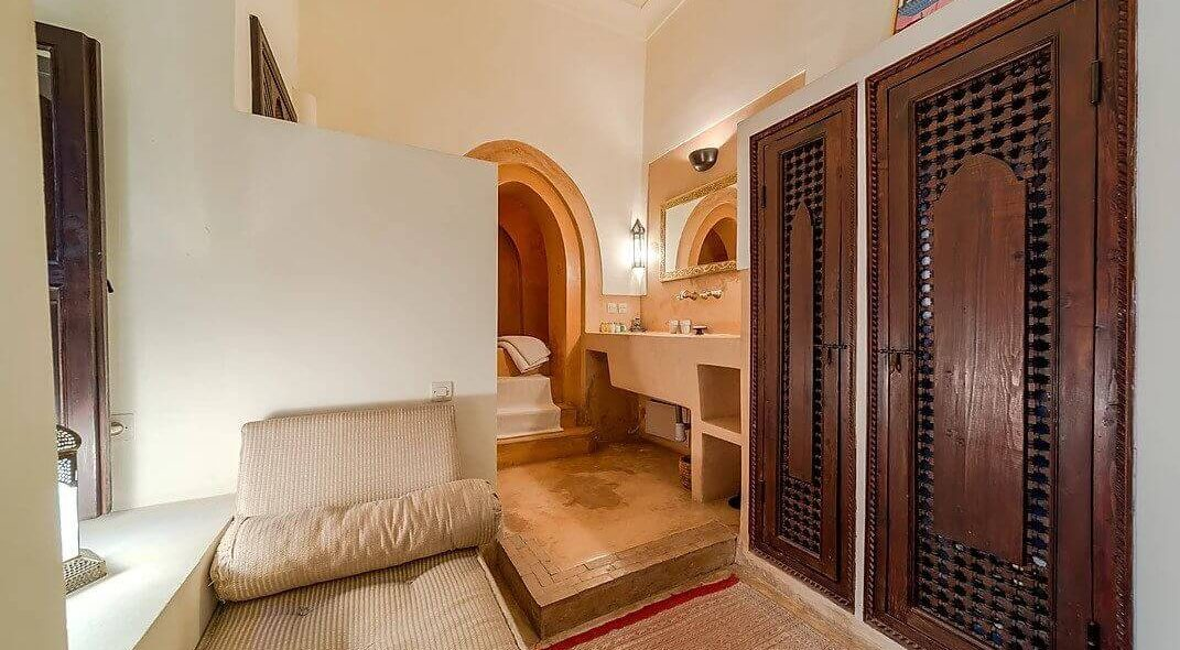 3-amelie-courtyard-bedroom
